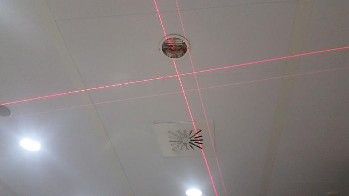 Laser GLL 3-80 z czerwoną wiązką